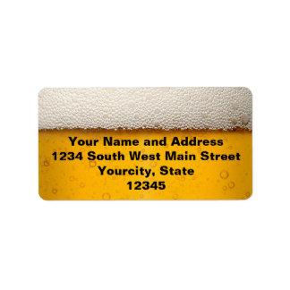 La cerveza burbujea primer etiqueta de dirección