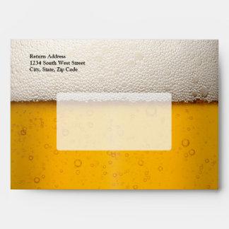 La cerveza burbujea primer sobre