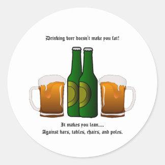¡La cerveza de consumición no le hace la grasa! Pegatina Redonda