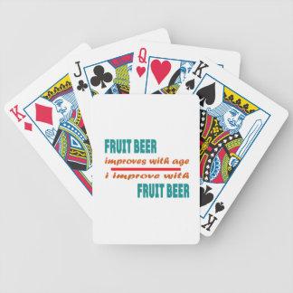 La cerveza de la fruta mejora con edad barajas de cartas