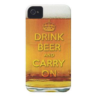 La cerveza divertida de la bebida y continúa iPhone 4 Case-Mate cárcasa