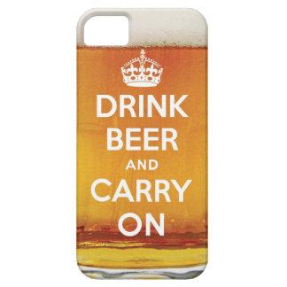 La cerveza divertida de la bebida y continúa iPhone 5 Case-Mate carcasa