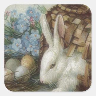 La cesta pintada coloreada del huevo del conejito pegatina cuadrada