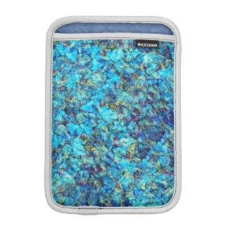 La charca azul del guijarro ondula la manga del fundas para iPad mini
