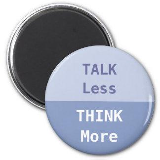 La charla menos, piensa más lema imán redondo 5 cm