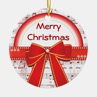 La cinta roja de las Felices Navidad observa el Adorno Redondo De Cerámica