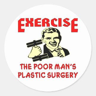 La cirugía plástica del pobre hombre del ejercicio etiquetas redondas