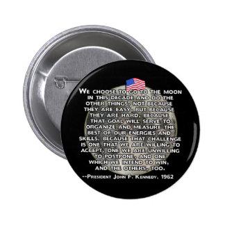 La cita de JFK que envió a seres humanos a la luna Pin Redondo 5 Cm