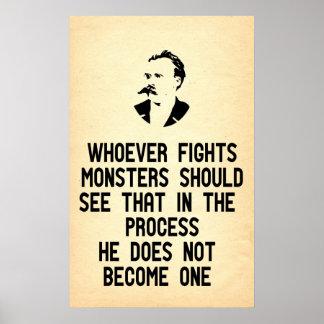 La cita de Nietzsche quienquiera lucha a monstruos Posters