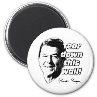 La cita de Reagan rasga abajo esta pared Imán De Nevera