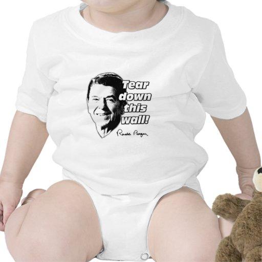 La cita de Reagan rasga abajo esta pared Traje De Bebé