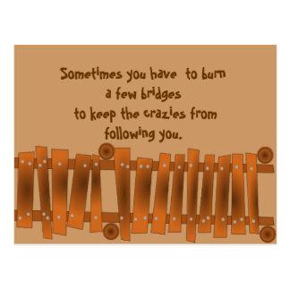 La cita divertida, quema algunos puentes, guarda tarjeta postal