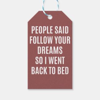 La cita divertida sigue sus sueños de nuevo a cama etiquetas para regalos