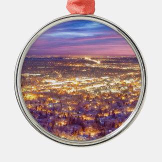 La ciudad céntrica de Boulder Colorado enciende sa Ornamentos Para Reyes Magos