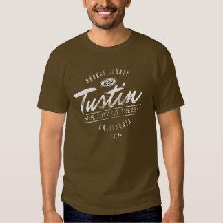 La ciudad de Tustin apenó la camiseta del logotipo Remeras