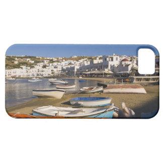 La ciudad del puerto con los barcos de pesca color iPhone 5 fundas