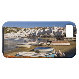 La ciudad del puerto con los barcos de pesca color iPhone 5 Case-Mate coberturas