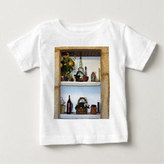 La cocina adorna las botellas y la flor, hotel en camisas
