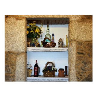 La cocina adorna las botellas y la flor, hotel en postales
