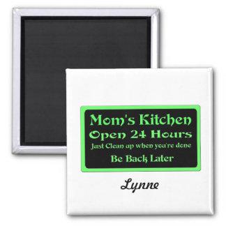 La cocina de la mamá personalizada, abre 24 horas imán cuadrado