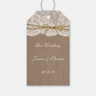 La colección rústica del boda del arco de la guita etiquetas para regalos