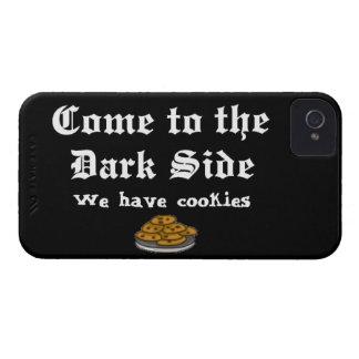 La comedia viene al lado oscuro iPhone 4 Case-Mate carcasas