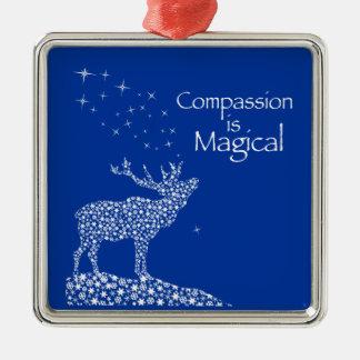 La compasión es mágica adorno cuadrado plateado