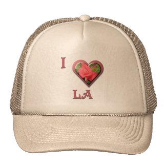 LA -- con el rosa rojo Gorras