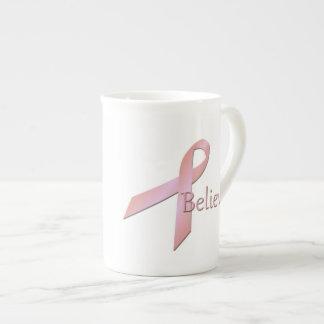 La conciencia del cáncer de pecho cree la taza de