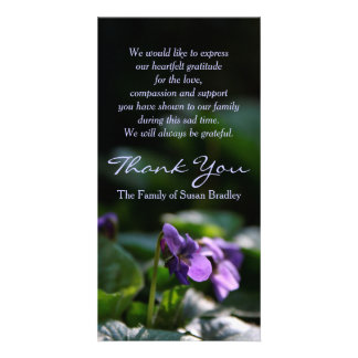 La condolencia conmemorativa de las violetas tarjeta fotografica