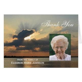 La condolencia de encargo le agradece cardar con tarjeta de felicitación