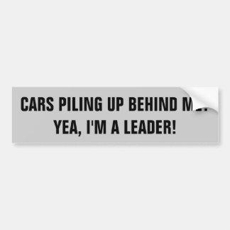 La conducción lenta me hace a un líder pegatina para auto