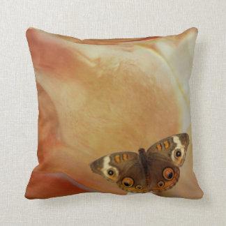 La confusión de la mariposa cojín decorativo