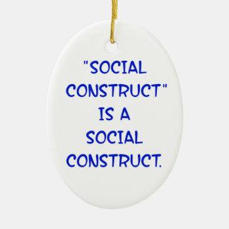 """La """"construcción social"""" es una construcción adorno ovalado de cerámica"""