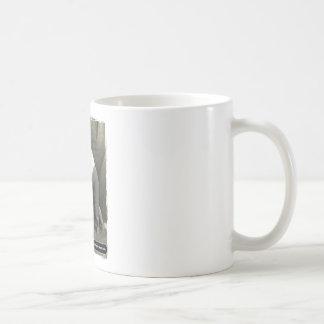 La consumición y el fumar eran apenas el comienzo taza de café