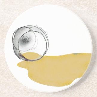 la copa de vino blanca derramada bebe el práctico  posavasos para bebidas