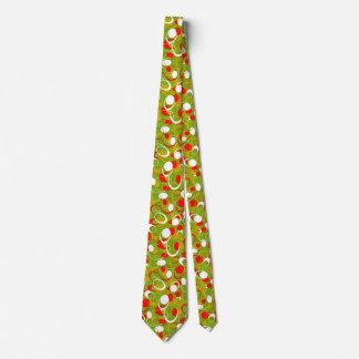 La corbata anaranjada del hombre blanco del verde