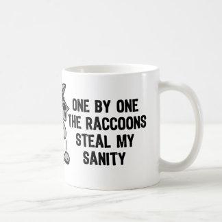 La cordura de los mapaches taza de café