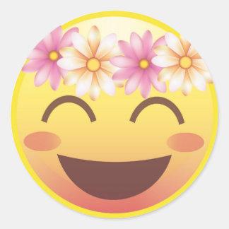 La corona Emoji sonriente de ruborización de la Pegatina Redonda