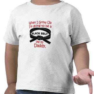 La correa negra del KARATE tiene gusto de mi papá  Camiseta