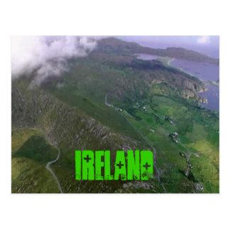 La costa irlandesa hermosa postal