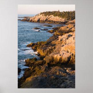 La costa rocosa del au Haut de la isla en Maine Póster