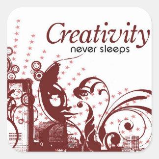 La creatividad nunca duerme calcomanía cuadradase