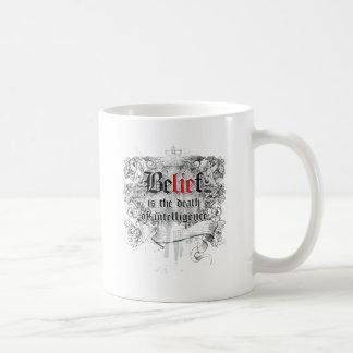 La creencia es la muerte de la inteligencia taza de café