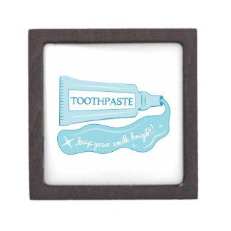 La crema dental mantiene su sonrisa brillante cajas de recuerdo de calidad