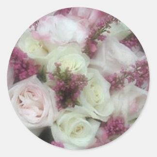 La crema y palidece - los sellos color de rosa pegatina redonda