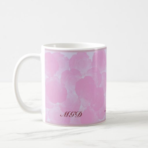 La croma rosada subió florece taza del monograma