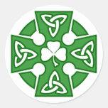 La cruz céltica de St Patrick Etiqueta Redonda
