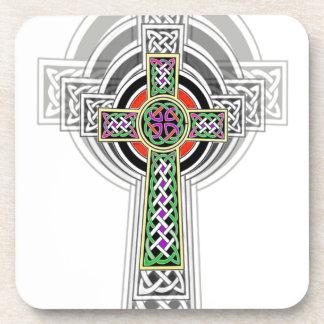 La cruz céltica posavasos de bebidas