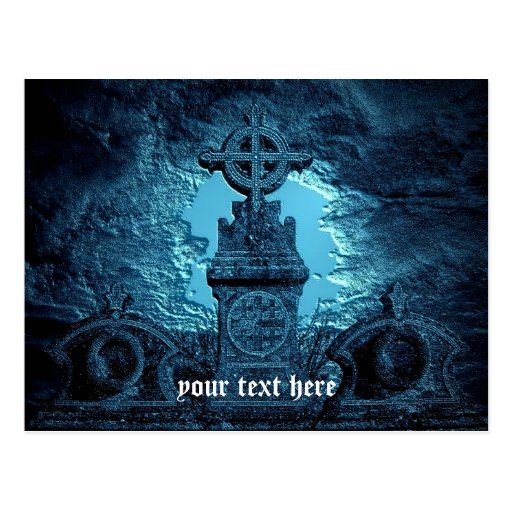 La cruz céltica tejó la piedra sepulcral en azul